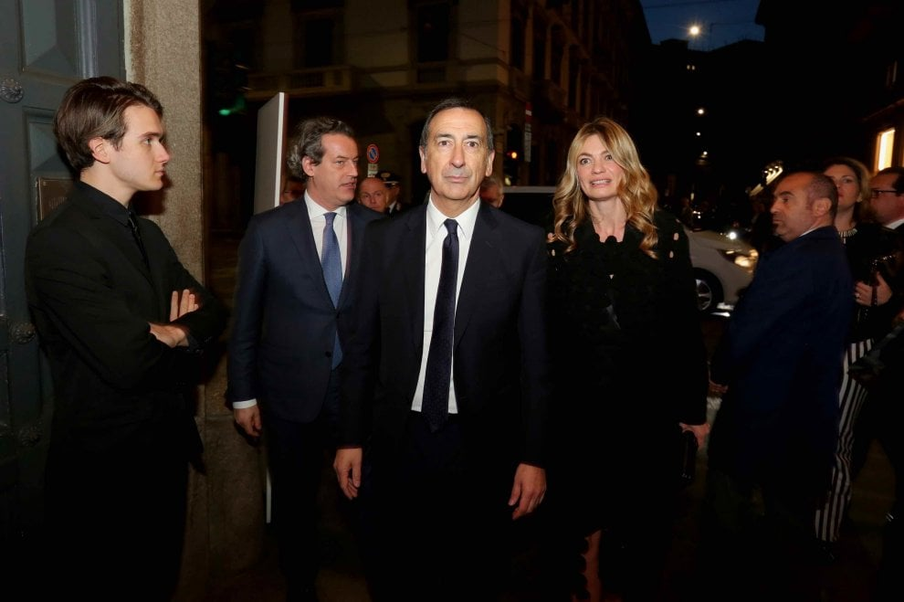 Milano il gran gal alle gallerie d 39 italia inaugura il for Il salone del mobile