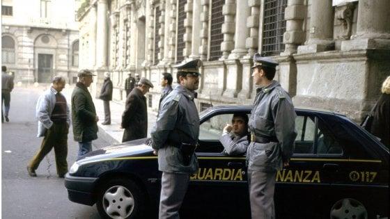 """Milano, tangenti in Comune: 3 arresti. Il gip: """"Mazzette come sistema"""". Sala: """"Dirigenti sospesi"""""""