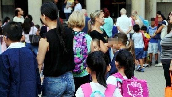 """""""Voleva rapire mia figlia davanti alla scuola"""", a Milano la paura contagia gli istituti. Ai genitori: """"Fate attenzione"""""""