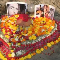 Dj Fabo, le ceneri disperse nel mare di Goa: l'ultimo saluto di amici e parenti