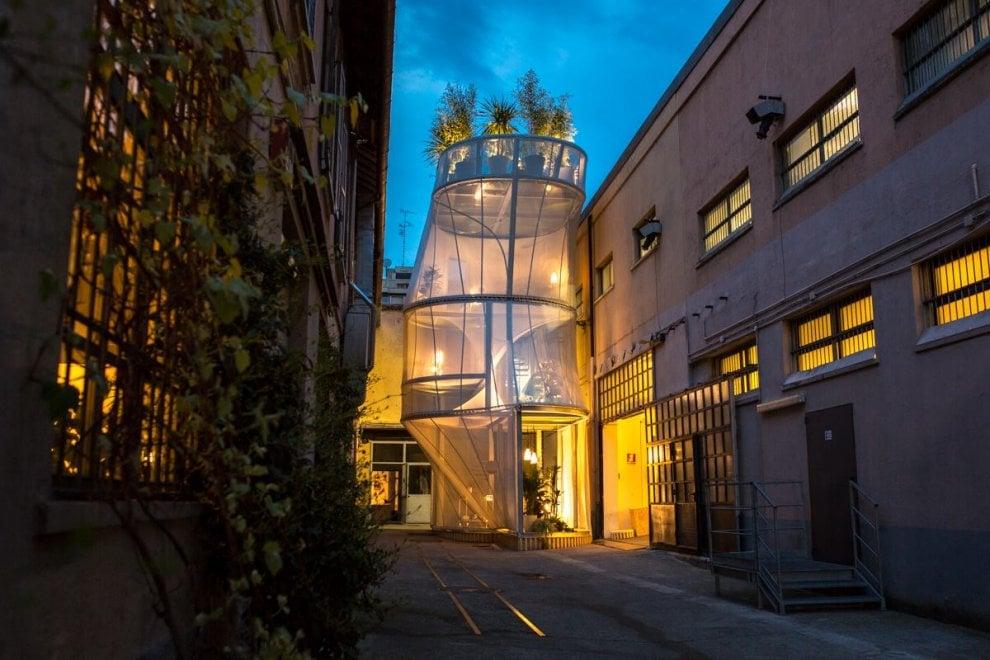 Fuorisalone a Milano, la casa verticale che respira: 6 stanze con giardino in 50 metri quadri