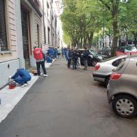 Cleaning Day in viale Lombardia, 112 volontari cancellano le scritte dalla casa popolare