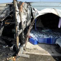 Cinisello, fiamme nel cantiere M1: gravi mamma rom e figlio di tre anni