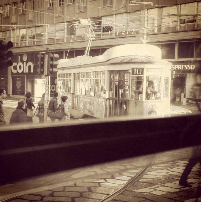 """La fotografa che ha """"scoperto"""" Milano viaggiando sul 19"""