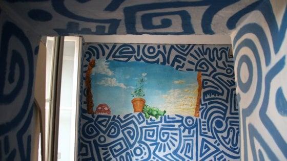 """Milano, un Keith Haring nascosto nella casa degli studenti (comprata dai Moratti): """"Quel tratto è suo"""""""