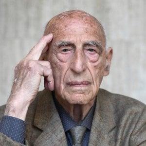 Milano, Gillo Dorfles festeggia i 107 anni