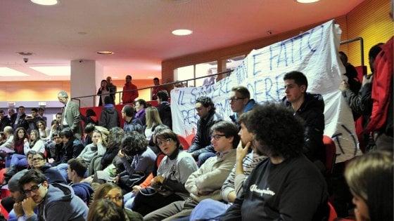 """Università Milano, mailbombing degli studenti contro la Bicocca: """"Meno tasse per tutti"""""""