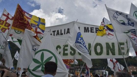 """Sud alla conquista di Pontida, il sindaco della Lega: """"Città a rischio, chiudiamo tutto"""". Salvini: """"Fa bene"""""""