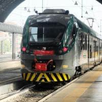 Brianza, lanciavano sassi contro i treni in transito: presi sul fatto e denunciati 9 ragazzini