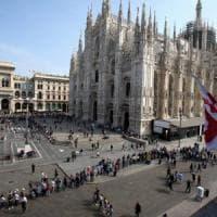 Pasqua a Milano, l'assalto dei turisti:  misure di sicurezza rafforzate