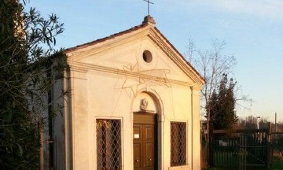 """Venezia, sul portone della chiesa spunta un cartello: """"Niente messa, mancano i fedeli"""""""