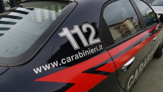 """""""Trascura le faccende di casa"""", picchia la moglie davanti al figlio di 2 anni: arrestato a Bergamo"""