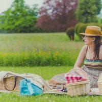 Lecco, il picnic in villa sembra un quadro settecentesco