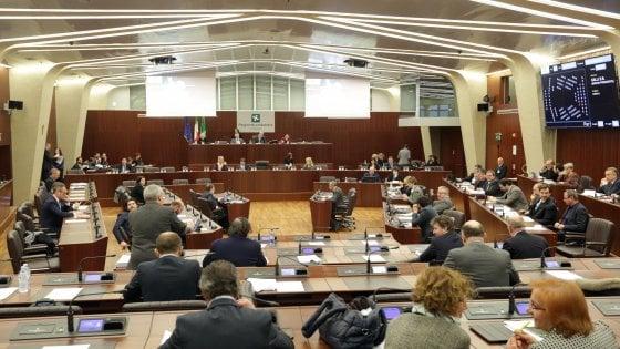 Spese pazze al Pirellone: la Regione chiede 3,4 milioni di euro di danni a 28 ex consiglieri