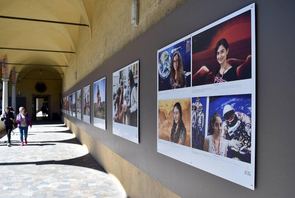 Milano, AstroSamantha e le altre: in mostra i ritratti delle donne 'spaziali'