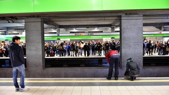 Milano, M2 bloccata tra Garibaldi e Caiazzo per controlli dopo un guasto su un treno