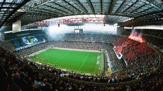 Milano, aggredisce poliziotti che tentano di bloccare un ultrà interista dopo il derby: 5 anni di Daspo