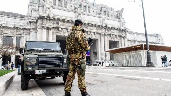 Milano, rissa davanti alla stazione Centrale: feriti un militare dell'operazione 'Strade sicure' e un carabiniere