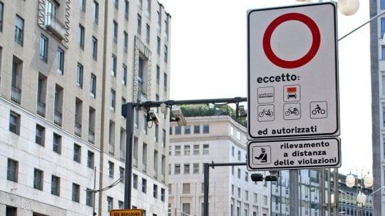 Milano, corsie preferenziali e pass per la sosta: ecco la lista dei privilegiati