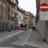 Milano, pass per sosta gratis e corsie preferenziali: ecco le liste complete