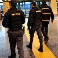 Milano, violenza sessuale su una 12enne compagna di scuola della figlia: