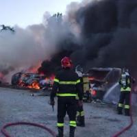 Cinisello Balsamo: a fuoco concessionario di camper, distrutti venti mezzi