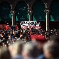 25 aprile, a Milano la manifestazione nazionale con Grasso, Bersani, Pisapia. Fiori per i...