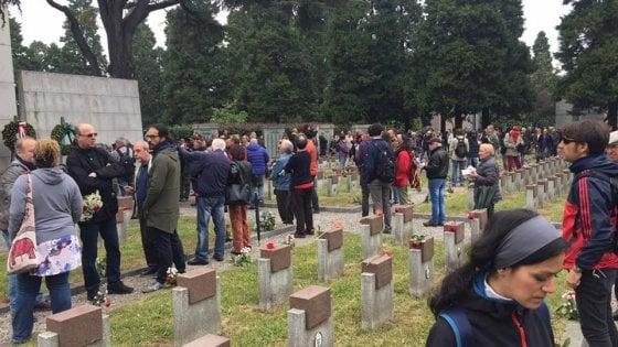 Milano, 25 aprile: canti partigiani e saluto romano al Maggiore. Tensioni Forza Nuova-Anpi, interviene la polizia