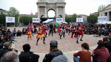 """Ft  L'assemblea di Macao all'Arco della Pace: """"No alla vendita ai privati della palazzina"""""""