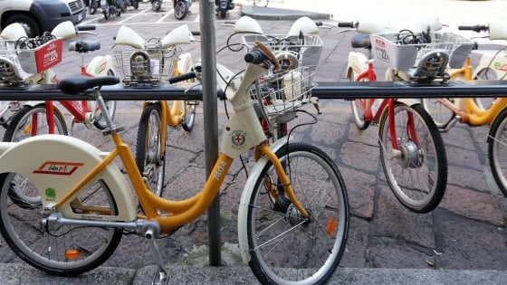 Milano col bike sharing in tangenziale chiuso il metr for Mobile milano bike sharing