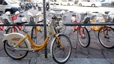 Il metrò è chiuso, col bike sharing in tangenziale: gruppo di 17enni in carcere