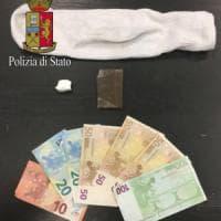 Milano, nasconde la cocaina nel calzino in lavatrice: arrestato pusher