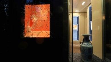 Spaccata in una gioielleria in via Senato: rubata collana di diamanti da 100mila euro