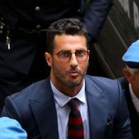 """Fabrizio Corona, il teste di Scampia: """"Tutti lo volevano, dà speranza ai giovani""""...."""