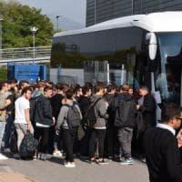 Gite scolastiche, stop forzato per un liceo di Brescia: l'autista viaggiava