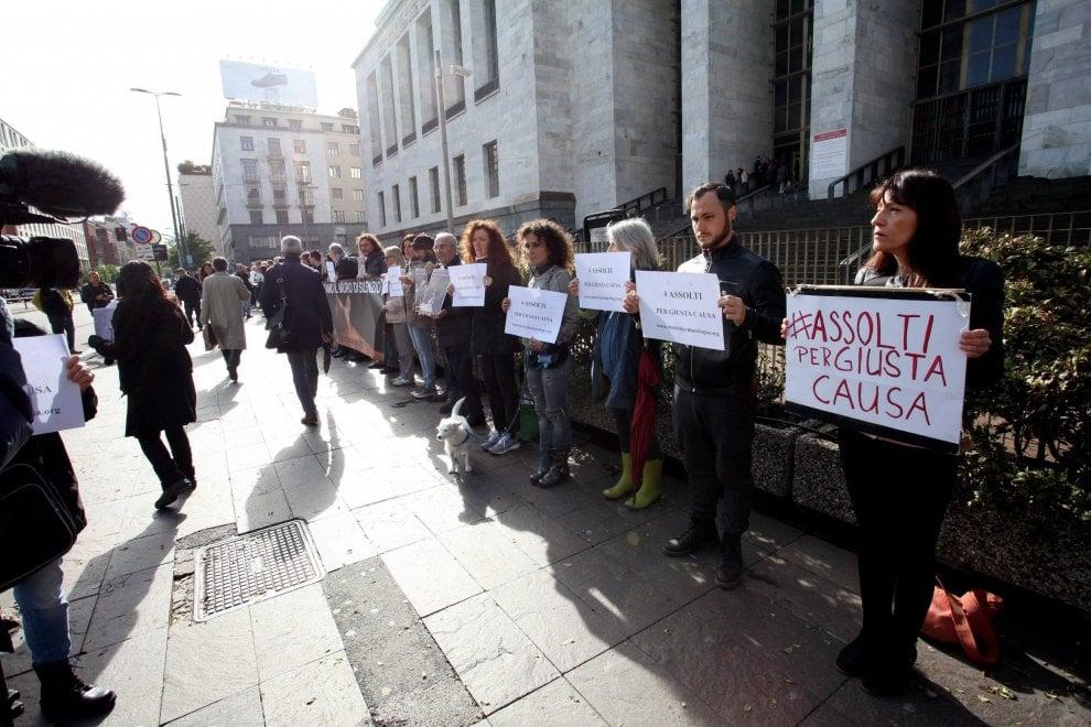 Vivisezione, processo a 5 attivisti per il blitz in Statale: animalisti in presidio davanti al tribunale