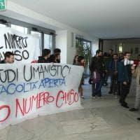 """Statale di Milano, la rivolta degli studenti: """"No al numero chiuso per le facoltà..."""
