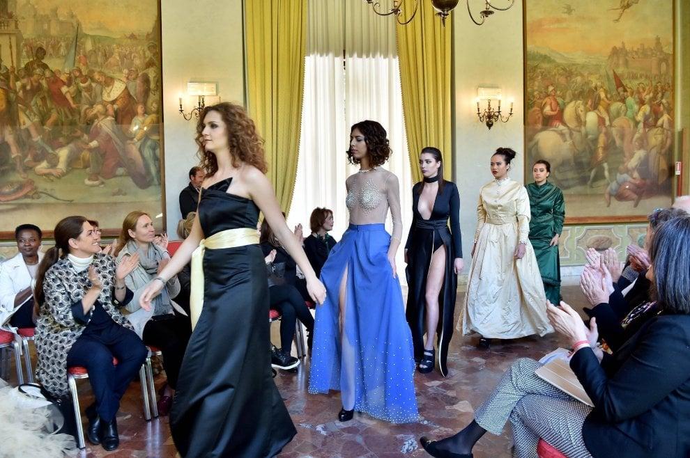 Scuola, scambi all'estero per le ragazze dei licei di moda: la sfilata racconta il tema del viaggio
