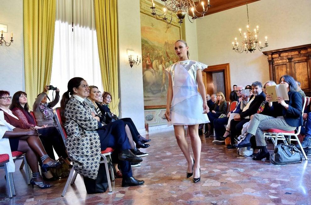 Scuola scambi all 39 estero per le ragazze dei licei di moda for Scuola superiore moda milano