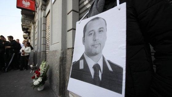 """Milano, la famiglia del vigile ucciso: """"Quei 30mila euro di risarcimento un'offesa al ricordo di Nicolò"""""""
