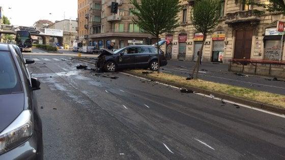 Milano: scontro mortale in viale Monza, uomo fugge via a piedi
