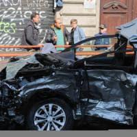 Milano, schianto all'alba: pirata della strada fugge e lascia morire l'altro