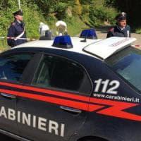 Pavia, brucia la casa dove vive con la compagna dopo averla maltrattata: arrestato