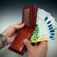 Mantova, trova un portafoglio con 33mila euro e lo restituisce al proprietario