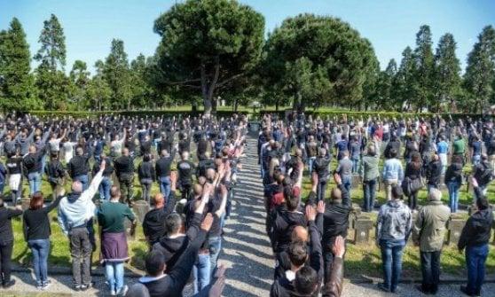 Milano, i primi 70 identificati per la parata nera al cimitero Maggiore: c'è anche il leader di CasaPound