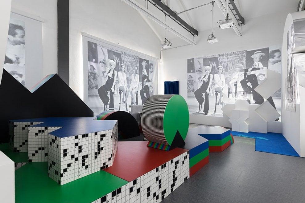 Milano, la tv della Rai anni '70 rivive alla Fondazione Prada: maxi installazioni e maratone cult