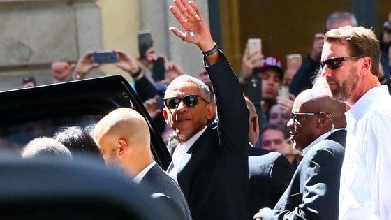 A Milano è l'Obama-day, centro blindato e bagno di folla: Leonardo e Duomo, poi arriva Renzi