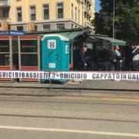 Dj Fabo, striscione anti-Cappato davanti al tribunale di Milano: