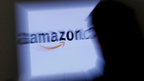 """Milano, la protesta della Cgil sbarca ad Amazon:  """"Orari massacranti e lavoratori in nero"""""""