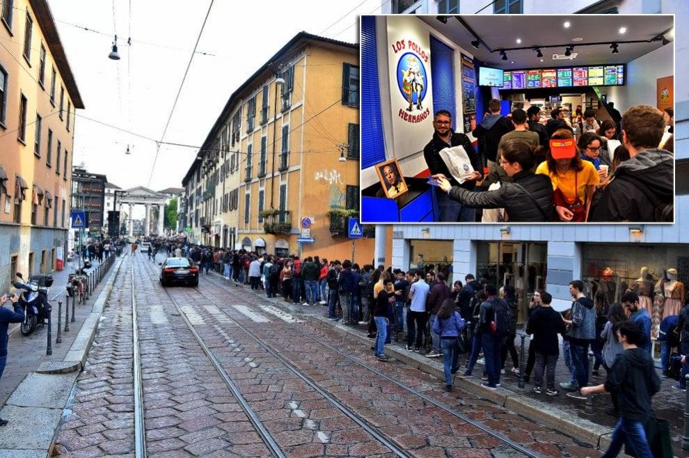 Milano: centinaia in coda per Los Pollos Hermanos, il fast food temporaneo della serie Netflix